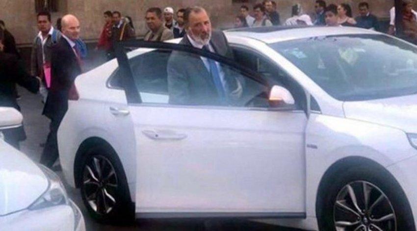 Meade y González Anaya saliendo de Palacio Nacional