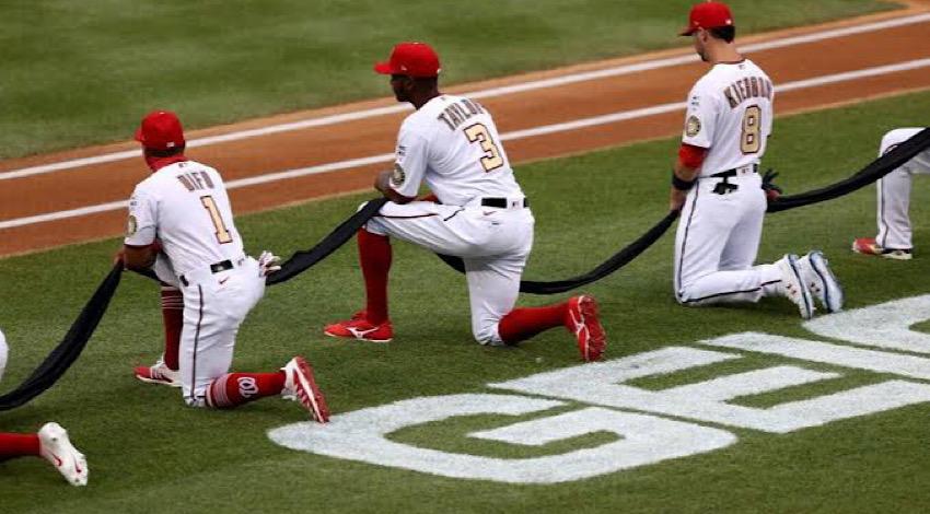 Se arrodillan béisbol