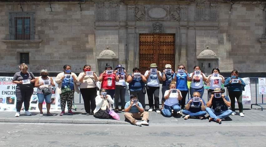 Familias de desaparecidos Palacio Nacional
