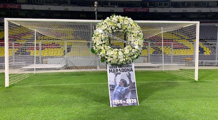 Homenaje a Maradona en el Estadio Azteca
